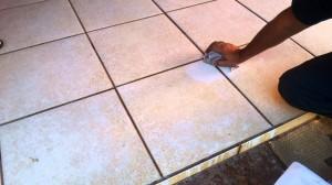 Aprenda a limpar pisos encardidos.