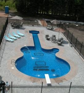 Saiba como limpar sua piscina da maneira correta.