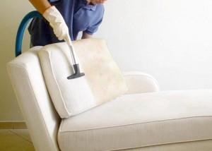 Aprenda a lavar seu sofá a seco
