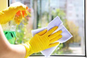 7 dicas para limpar vidros e box