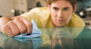 Saiba como limpar 7 tipos de mesas diferentes!