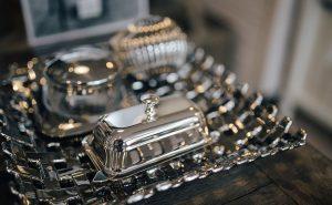 5 maneiras fáceis e baratas de limpar peças de prata