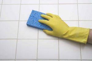 Aprenda Como Limpar Azulejo de Banheiro de 5 Formas Diferentes