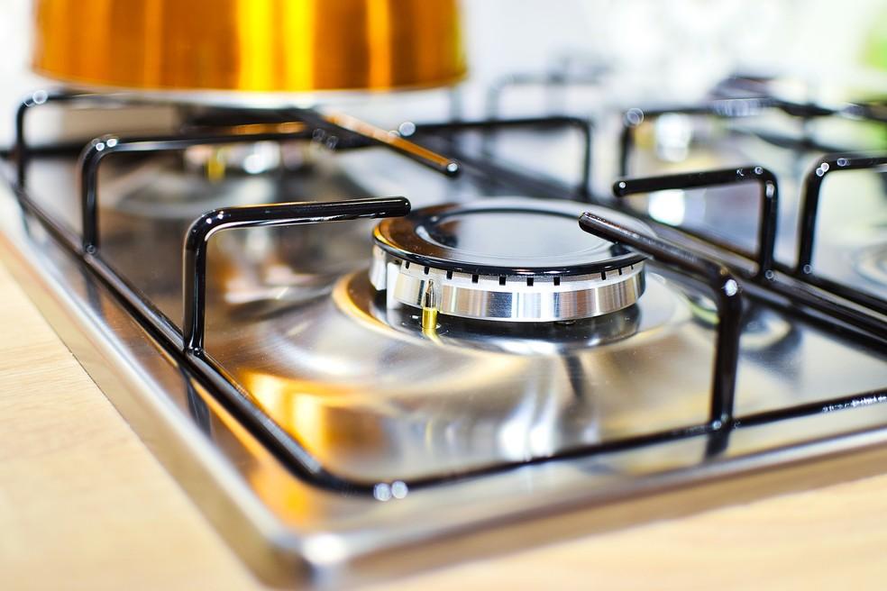Dicas para limpar e iluminar o seu fogão sem muito esforço
